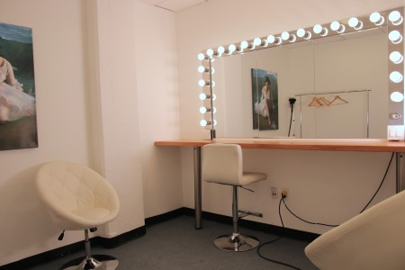 Makeup room - Studio 5 - Big Apple Studios - S